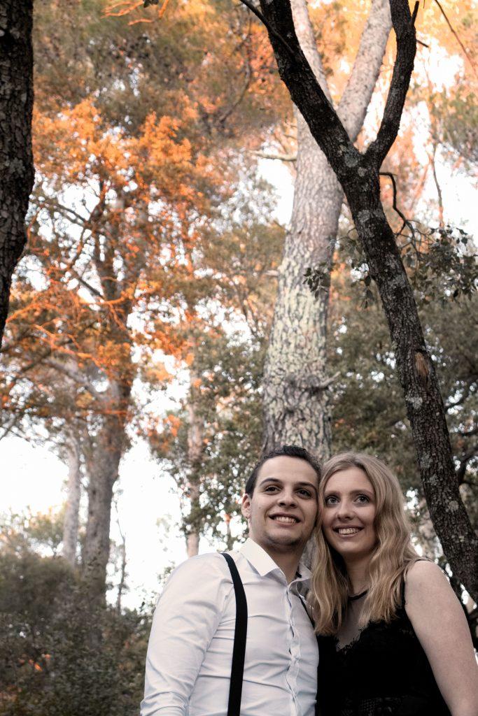 séance photo en couple, couple, forêt, automne, sourire