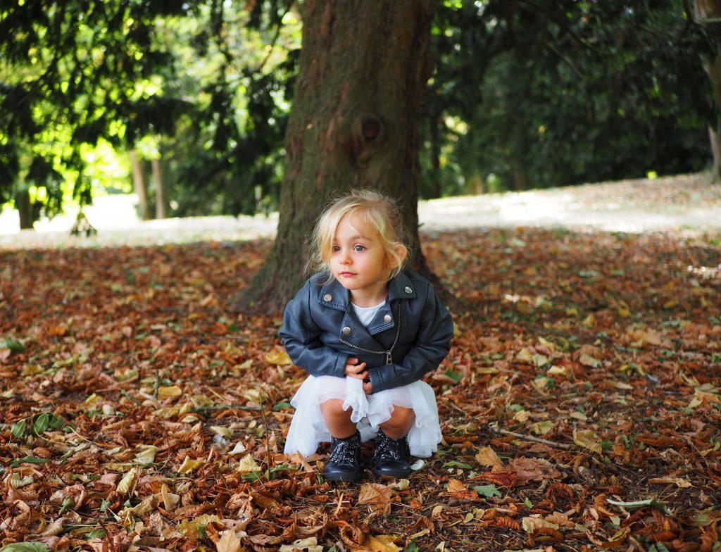 photographe enfants et grands-bébés, pincesse rockeuse, petite fille, forêt