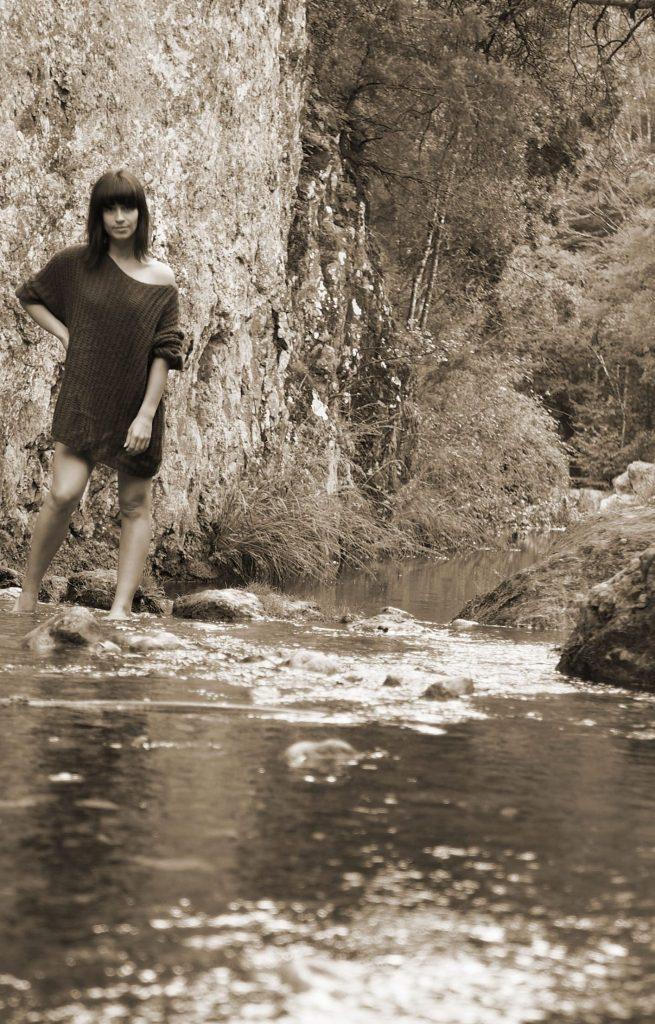 portrait femme, séance rivière, photo femme, photo sépia