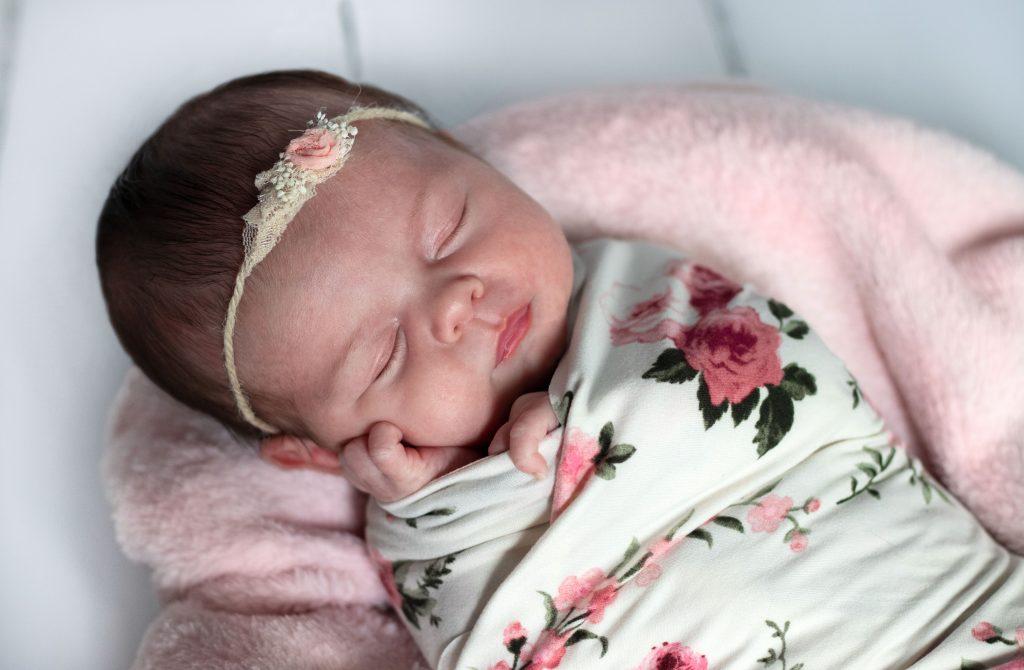 naissance nouveau-né bébé