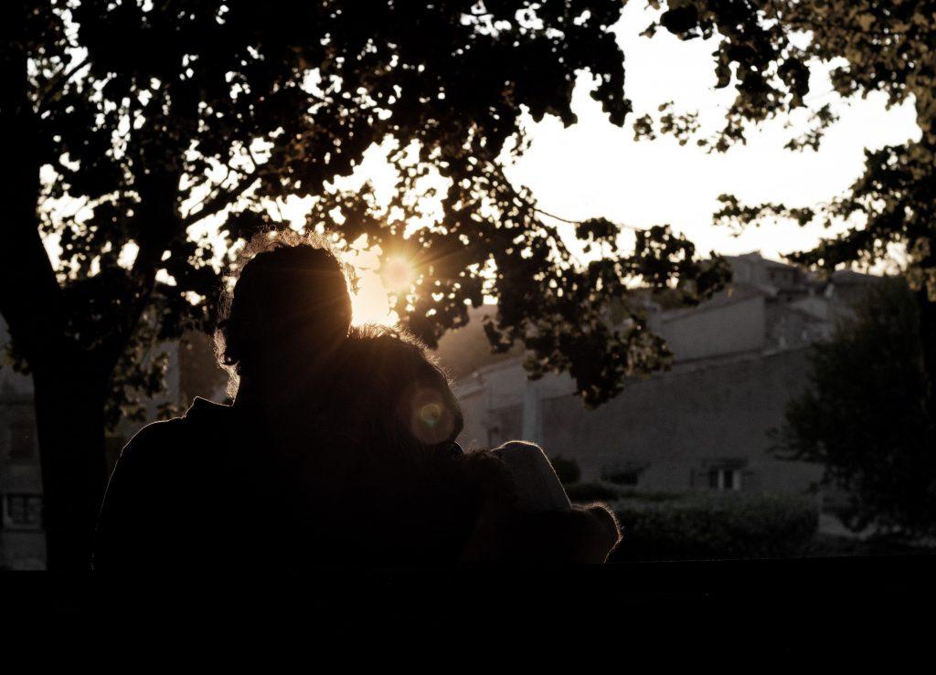 couple, calin, tendresse, coucher de soleil